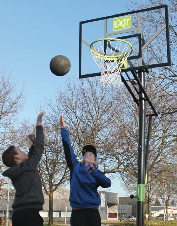 Basketbalový koš do země