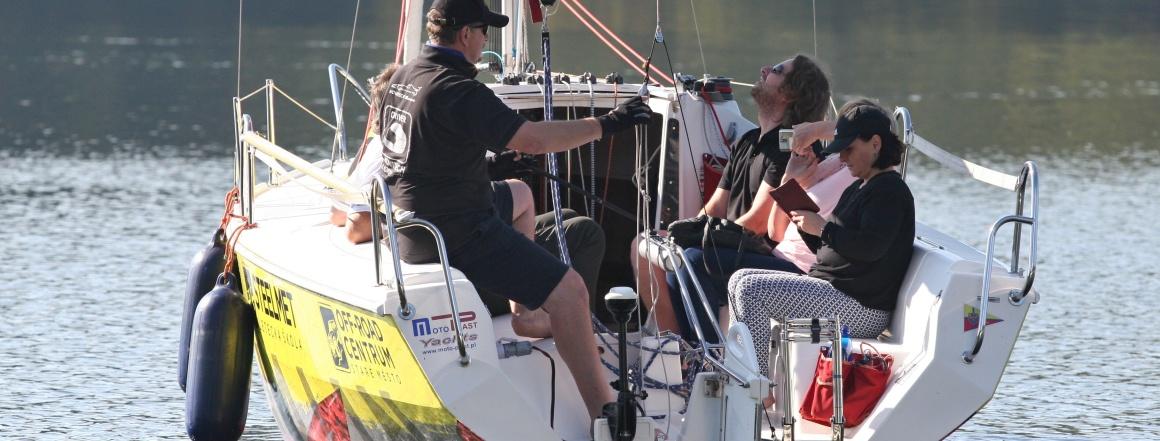 Můžete si užít cca 2 hodiny poklidné plavby nebo prožít závodní režim s ostrými stoupáními proti větru