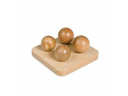 Dřevěné koule na kolících