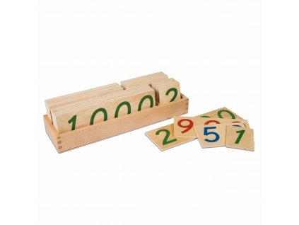 Velké dřevěné karty s čísly od 1 do 9000