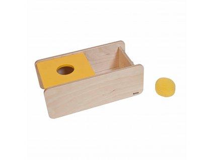 Vkládací box s překlápěcím víkem a háčkovaným míčkem