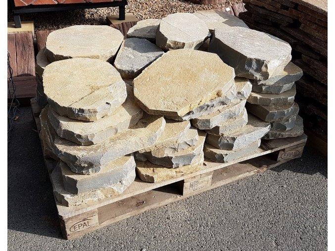 šlapák pískovec opracovaný 30-50cm tl.4-7cm
