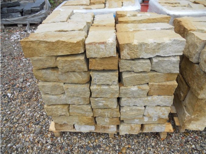 Zdící bloky, přírodní pískovec.