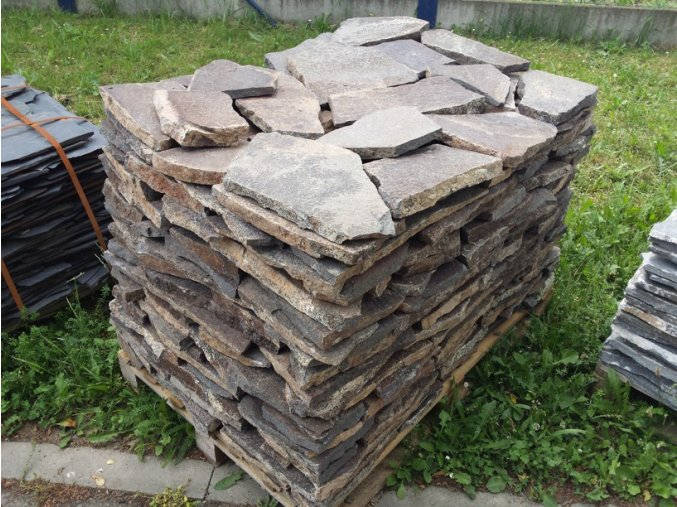 Andezit šedo hnědý kamenná dlažba 10-50cm  tl.2-4cm