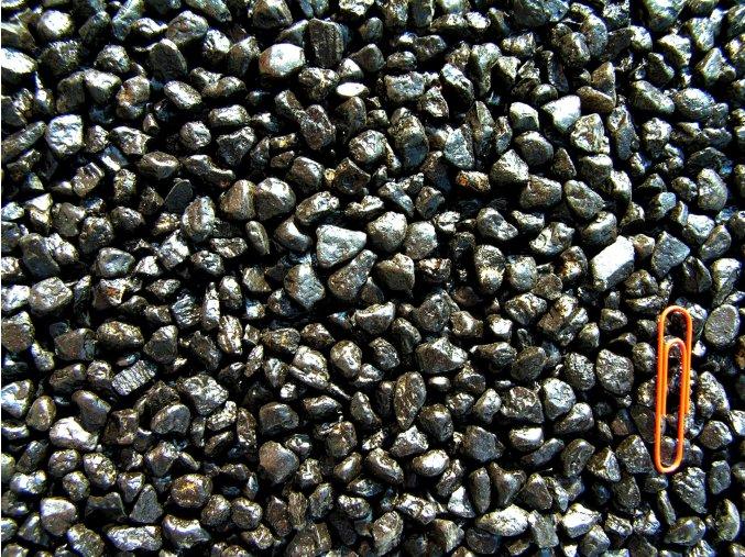 okrasný kámen oblázek černý
