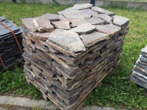 Andezit šedo hnědý dlažba 10-50cm  tl.2-4cm