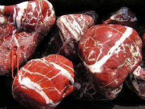 oblázek mramor žilkovaný červený