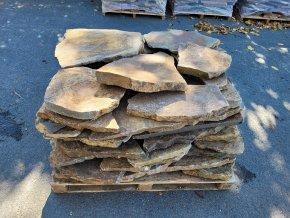 Kamenný šlapák andezit rezavo-hnědý 30-70cm, tl. 3-6cm