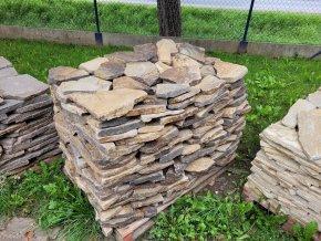Andezit rezavo hnědý kamenná dlažba 30-50cm  tl.3-5cm