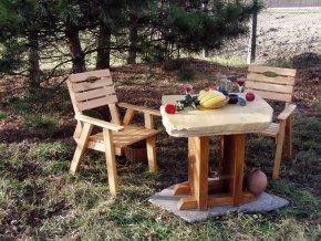 Kamenný stůl Artuš