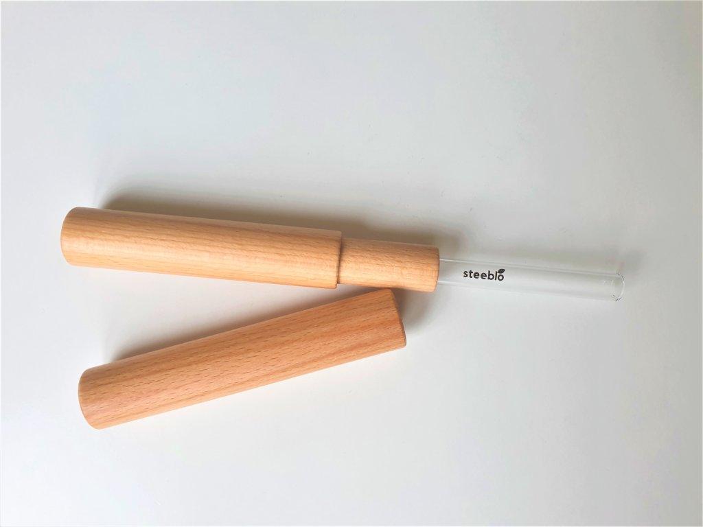skleněné brčko v dřevěném pouzdru