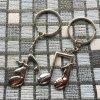 Kľúčenky pre dvoch, noty, žena a muž, nápisy01