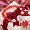Dámsky náramok z korálikov, prívesok srdce s červenou glazúrou, bižutéria01