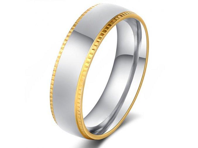 Prsteň z chirurgickej ocele, gravírované pásy zlatej farby