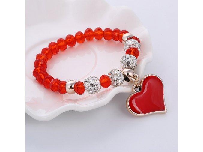 Dámsky náramok z korálikov, prívesok srdce s červenou glazúrou, bižutéria02
