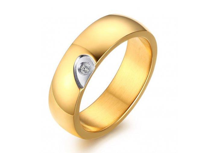 Panská svadobná obrúčka z ocele, zlatá farba, číry zirkón, polovica srdca