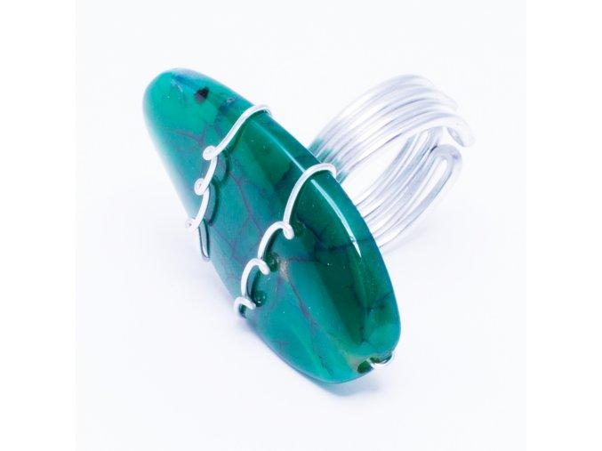 Prsteň s oválnym zeleným kameňom, bižutéria