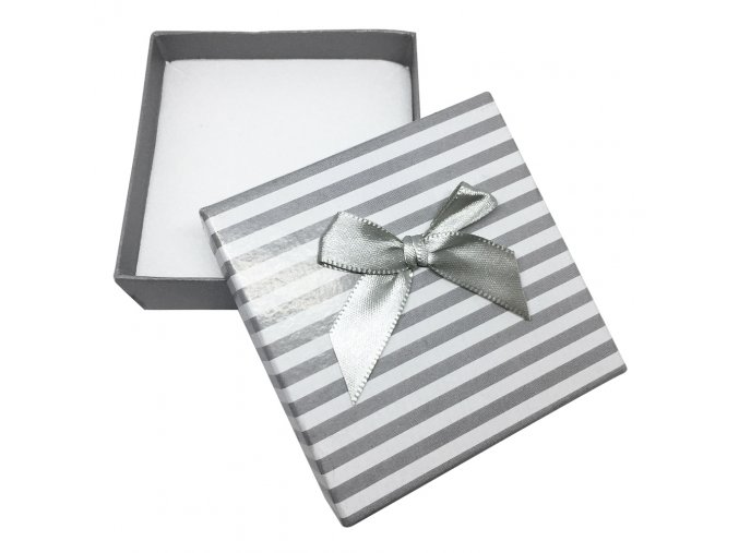 Biele darčekové balenie na sadu šperkov, šedé prúhy a mašľa