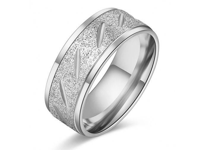 Pieskovaný prsteň z chirurgickej ocele, strieborná farba a zárezy (1)