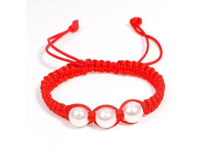 Červený náramok proti urieknutiu, biele perly bižutéria (1)