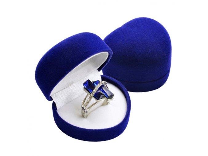 Zamatové srdiečko na prsteň kráľovský modrej farby