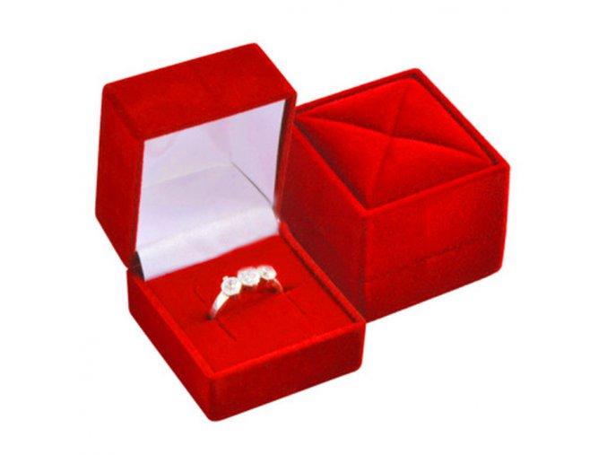 Zamatová štvorcová krabička na prsteň, červená farba, vzor
