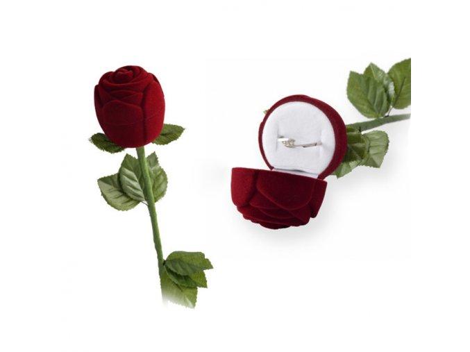 Tmavočervená ruža na zásnubný prsteň, zamatová krabička