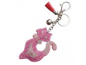 Prívesok na kabelku, ružový kocúrik s kamienkami, strapec a gulička