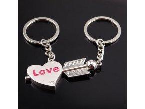 Kľúčenky pre dvoch, šíp a srdce, číry zirkón a nápis Love