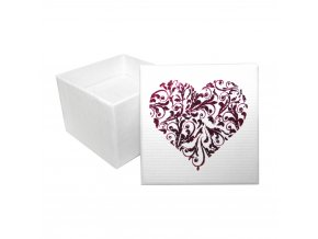 Darčekové balenie bielej farby na prsteň, červené srdce