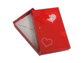 Darčeková krabička červenej farby, mašľa a srdiečka