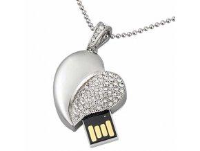 USB náhrdelník pre ženu, srdce striebornej farby s čírymi zirkónmi 8 GB (2)