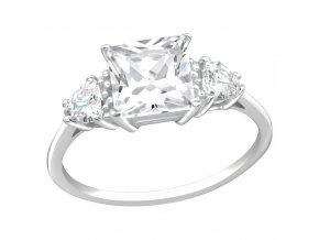 Strieborný zásnubný prsteň 925, kotlík s tromi zirkónmi, štvorcový kamienok