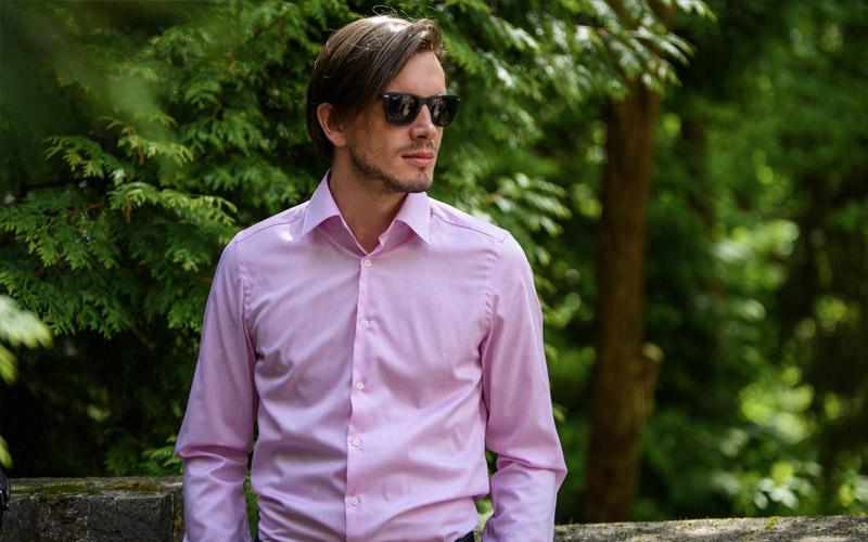 Jak nosit růžovou košili