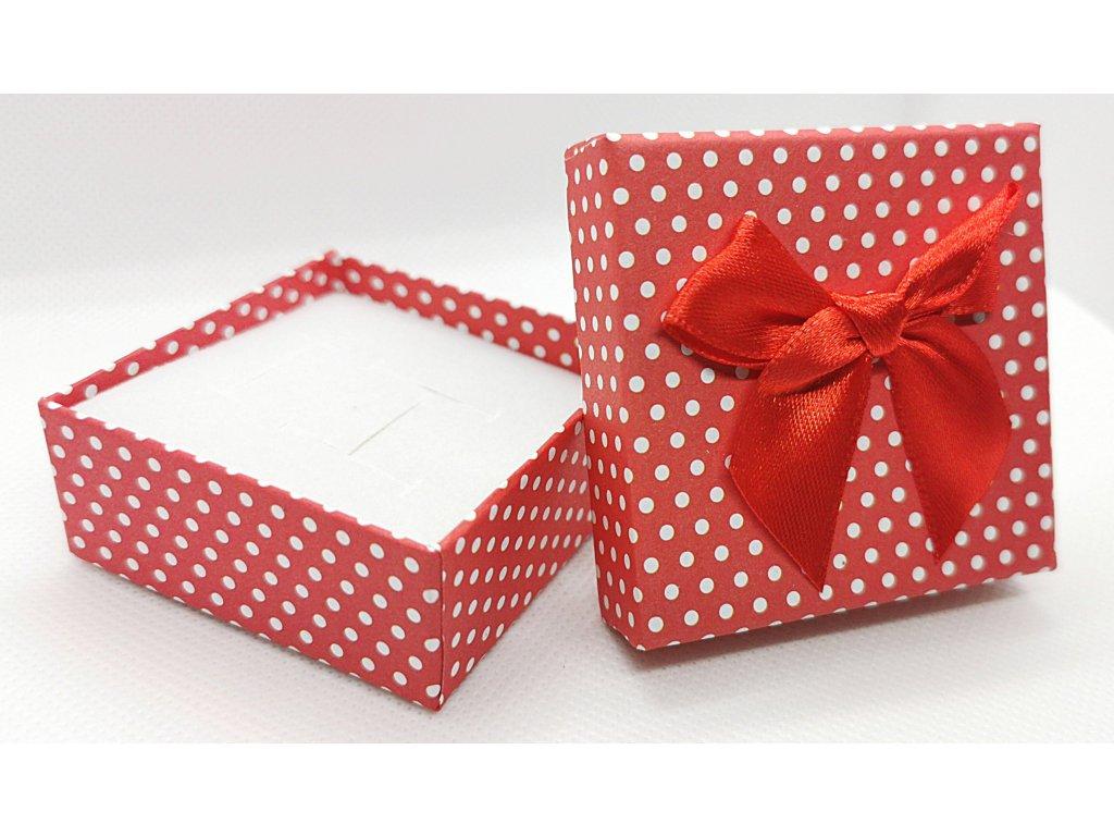 Červená krabička s mašličkou