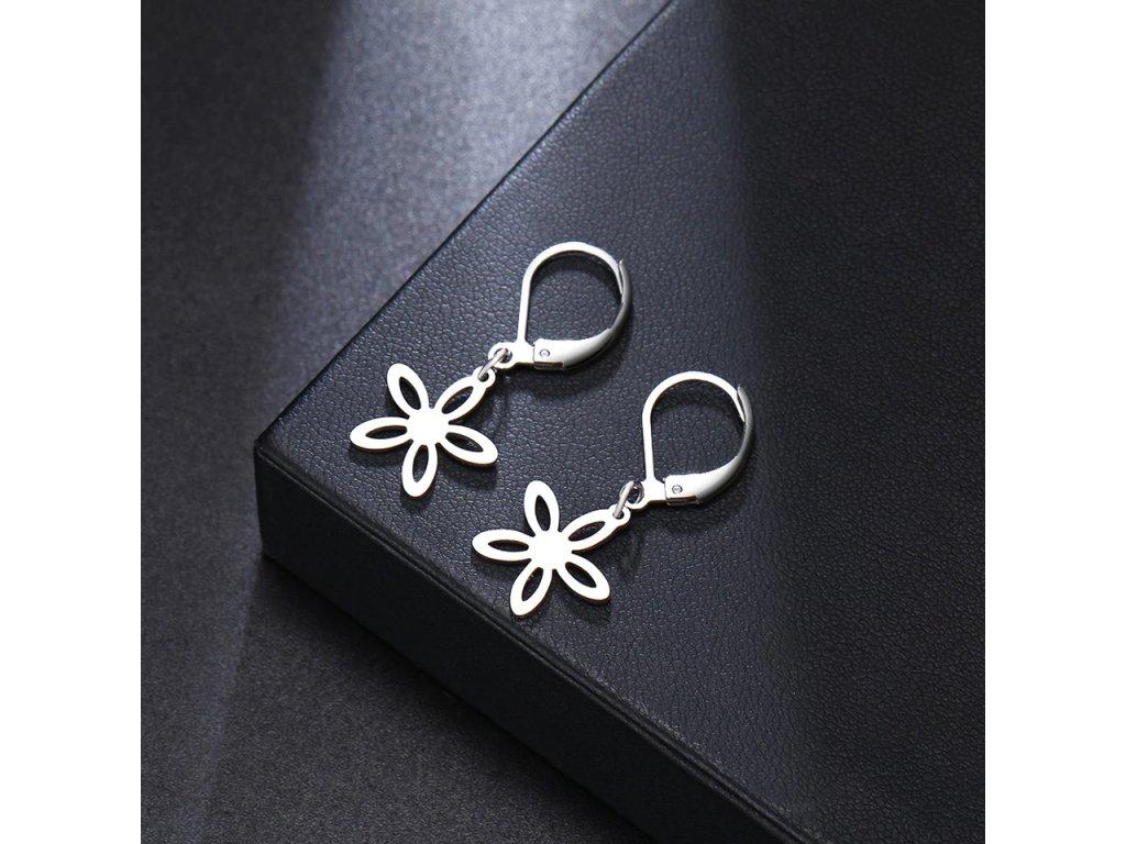 Náušnice s přívěskem květu