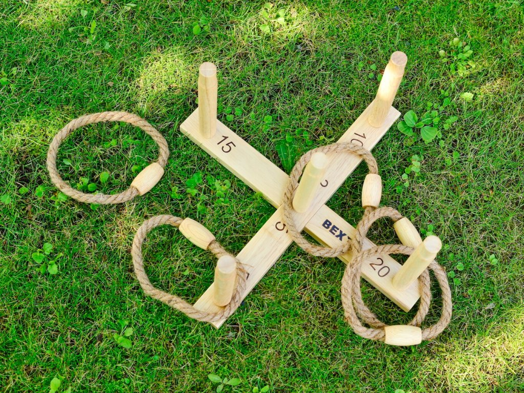 Ring Toss (Quoits)