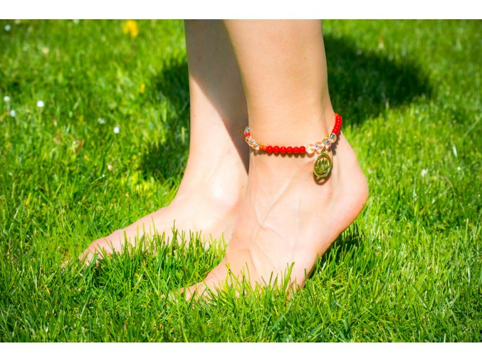 Náramek na nohu - červený korál/křišťál, symbol lotus