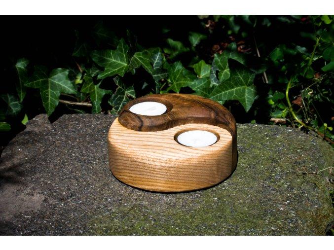 Svícen jin jang ze dřeva 13x5cm