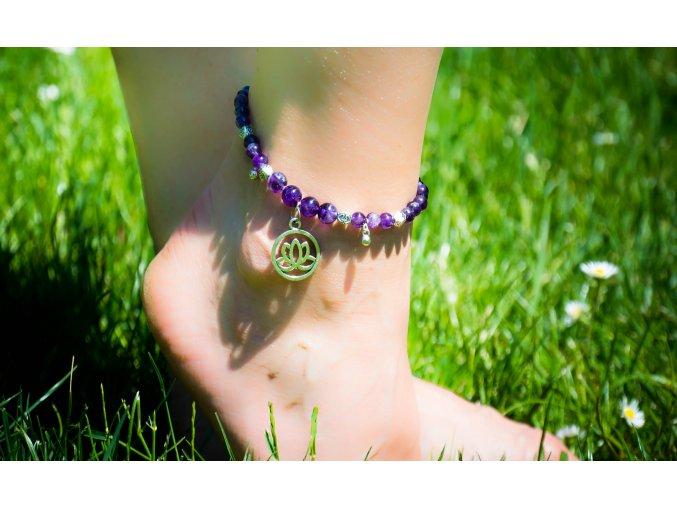 Náramek na nohu - ametyst, 8 a 6mm, ozdoba lotus