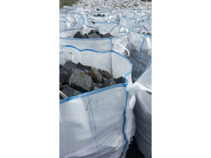 Čedič dlažební kostky pr. 15x17 cm x 7-8cm 1 t = 6 m2