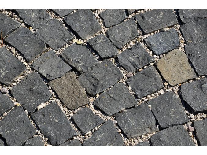 Čedič dlažební kostky pr. 15x17 cm 1 t = 3 m2