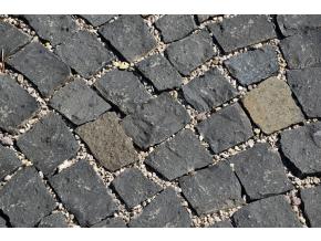 Čedič dlažební kostky pr. 8x10 cm 1 t= 5 m2