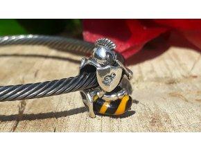 Velká zabijácká včela- Big Fat Killer Bee