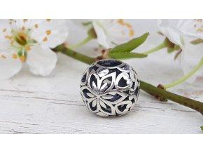 Květy a srdce - Floral Hearts Ball
