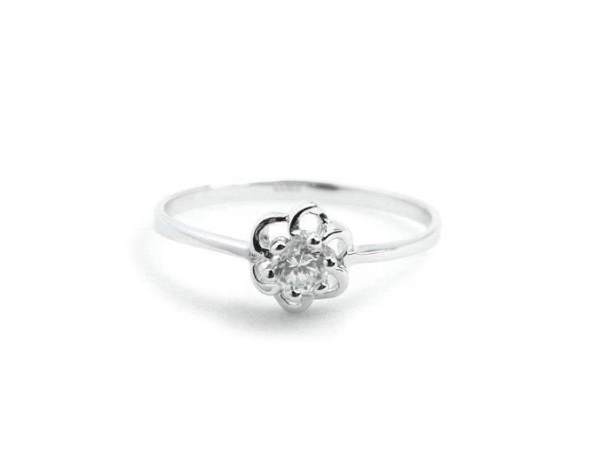 Zásnubný strieborný prsten kvet