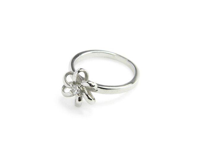 Zásnubný strieborný prsten kvietok