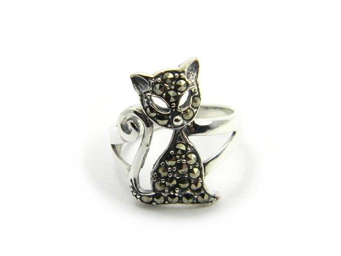 Prsten strieborný macicka