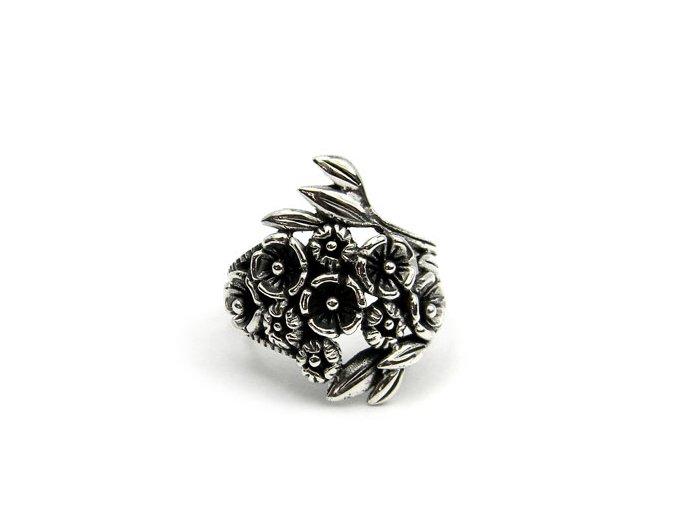 Strieborný prsten kvietky