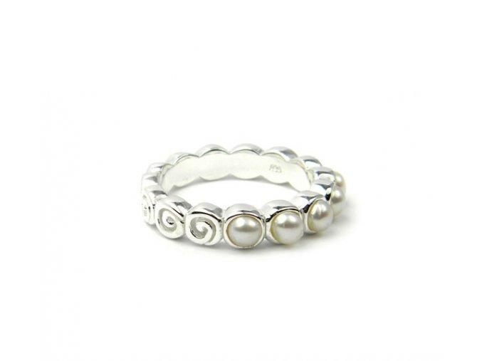 Strieborný perlový prsten